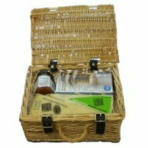 Cave Matured Cheddar and Cider Picnic Hamper